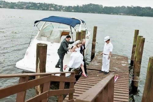transporte noiva - carro da noiva - carro dos noivos - barco - lancha - entrada noiva - casamento na praia