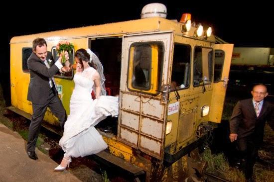 transporte noiva - carro da noiva - carro dos noivos - entrada noiva - trem - noiva
