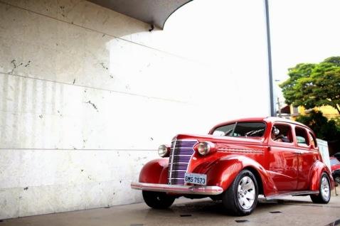 transporte noiva - carro da noiva - carro dos noivos - carro antigo - carro vermelho - entrada noiva