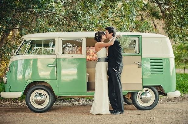 transporte noiva - carro da noiva - carro dos noivos - kombi - vintage - noivos